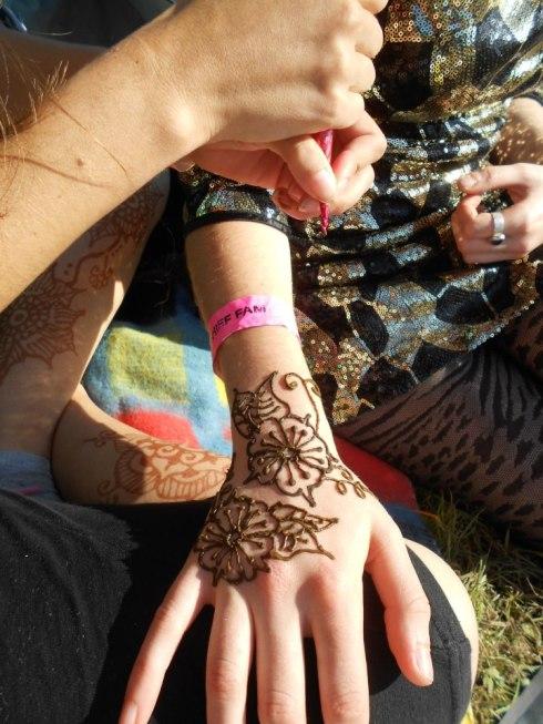 hand henna, henna tattooing,